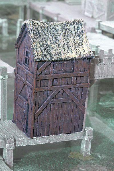 Hier der Turm auf dem Anlegesteg. Dieser ist im Lieferumfang nicht enthalten. Achtung, der Turm besitzt keine Tür.