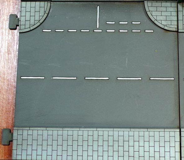 Das Tabletop Straßensystem von Sally 4th ist modular. Das hier ist die englische T-Kreuzung