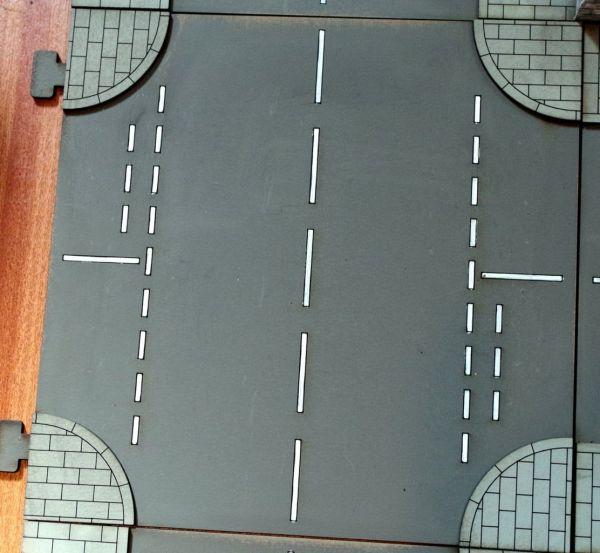 Das Tabletop Straßensystem von Sally 4th ist modular. Das hier ist die englische Kreuzung