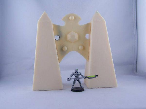 Cyborg Welt Torbogenelement zwischen zwei schlichten Obelisken