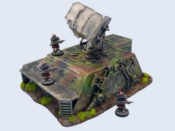 Die Radarstation von MicroArtStudio lässt sich sowohl mit 32mm Miniaturen als auf mit 28mm Tabletop Miniaturen verwenden.