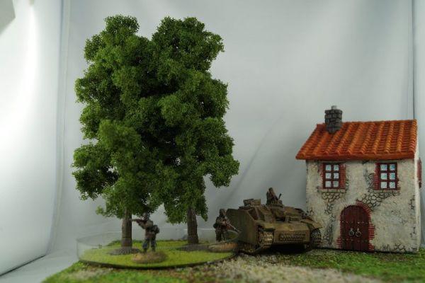 Im Größenvergleich mit 28mm / 1:56 Bolt Action Miniaturen der von Warlord Games