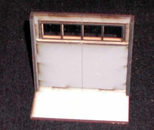 Zum hochgelegenen Fenster gehört das Fenstergitter und eine Fensterscheibe aus transparenten Acryl. Modulares Terra-Blocks™ Tabletop Gelände von Sally 4th