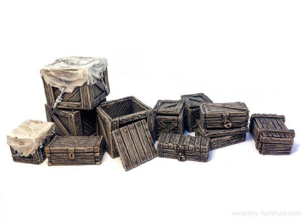Boxes and Chests / Kisten und Kästen