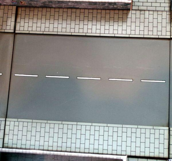 Das Tabletop Straßensystem von Sally 4th ist modular. Das hier ist die mittlere gerade Straße.