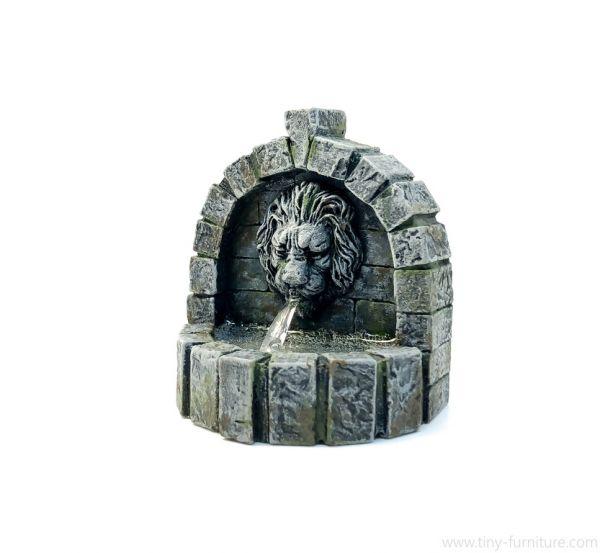 Stone Fountain / Löwenbrunnen